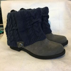 Muk Luks Grey Suede Bootie Boot Navy Sweater 9